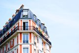 Morning Coffee: Senior bankers need Paris and Frankfurt apartments, urgently. Women are more difficult clients
