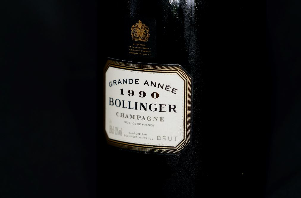 Toxic atmosphere at M&A boutique after bankers stole champagne from the fridge